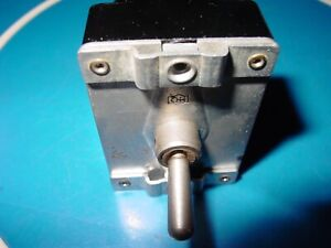 Vintage Airplane Cock Pit Dash Cutler Hammer Toggle Switch 8784k5 Ms25072 2 Usa