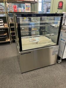 Commercial 36 Refrigerated Glass Bakery Display Case With 2 Shelves