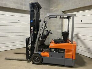 Toyota Electric 3 Wheel Forklift Lift Truck 3000 Lb Pound Capacity