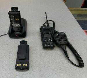 Motorola Xpr7580e Mhz Digital Dmr Mototrbo With 2 Batteries And Charger