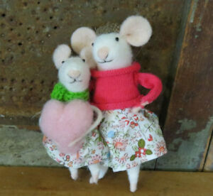 Mother Daughter W Heart Valentines Day Mouse Needle Felted Figure Critter Set
