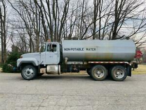 Mack Rd688s Water Truck W dolphin 4000 Gallon Tank And W Six Spray Heads