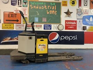 Crown Pe3520 60 Electric Pallet Jack 6 000lb Capacity Great Working Condition