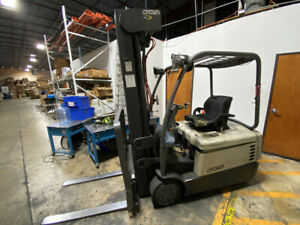 2008 Crown Sc4000 3 wheel Electric Forklift 3 Stage Mast Sideshift Charger