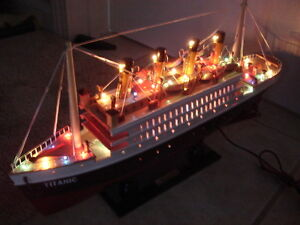 Titanic Wooden Model Cruise Ship With Flashing Light 16