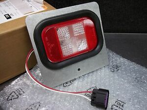 new Genuine Gm Tail Light Lamp P n 15105522 Flat Truck Bed Canyon Colorado