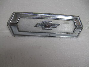 Chevrolet 8746653 Emblem Badge Script Trim Vintage Metal Gm