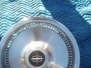 1977 Lincoln Continental Town Coupe Hub Cap Oem Used