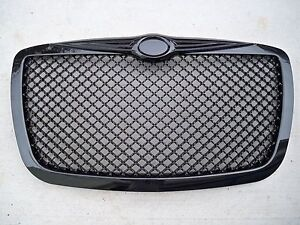 05 10 Chrysler 300 300c Touring Srt8 Gloss Black Honeycomb Mesh Front Grill