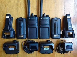 2 Motorola Rmv2080 Vhf Two way Radios 2 Watts 8 Channels Noaa Weather Alerts