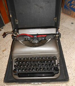 Vintage Remington Rand Typewriter In Case Nice Deluxe
