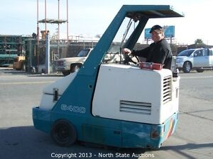 Tennant 6400 Ride on Floor Sweeper With 3285 Hrs Powerful Direct throw