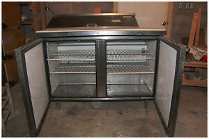 True Refrigeration 4 foot Business Commercial Sandwich Preparation Table