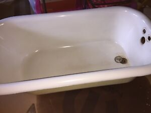 Vintage Cast Iron Clawfoot Tub With Faucet