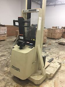 Crown 20mt Walkie Straddle Stacker Lift Truck Walk Behind Electric Forklift