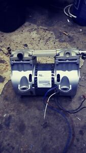 A Thomas Piston Vacuum Air Compressor Pump 115 Volts 60 Hertz