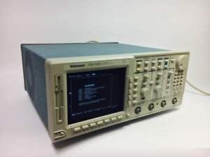 Tektronix Tds520a Oscilloscope Digital 500 Mhz Bandwidth Sold As Is