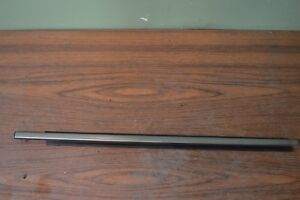 04 11 Lincoln Town Car Right Front Door Belt Moulding Molding