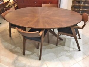 Mid Century Modern Style Oval Dining Table And 4 Chairs