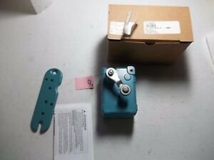 New In Box Micro Switch Op ar30 Roller Lever Limit Switch 127