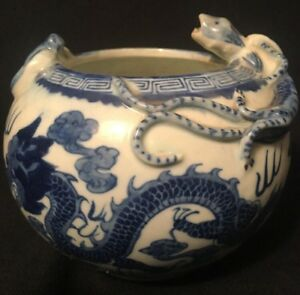 A Vintage Chinese Blue White Porcelain Water Pot Dragon Bat