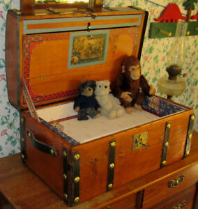 Antique Steamer Trunk Vintage Victorian Jenny Lind Stagecoach Chest Tray