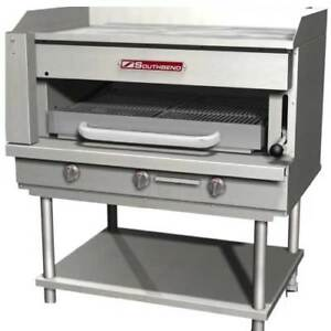 Southbend Ssb 32 Steakhouse Overfire Radiant Broiler With Griddle Top Counterto