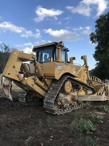 Caterpillar D8t Dozer With Single Shank Ripper