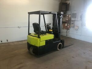 Clark 3 wheel Sit Down Forklift