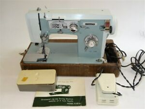 Universal Stitchmaster Sewing Machine Model Kab m case Attachments Nice