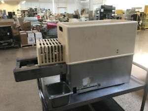 Hollymatic 200 Counter Top Patty Molding Machine ref135