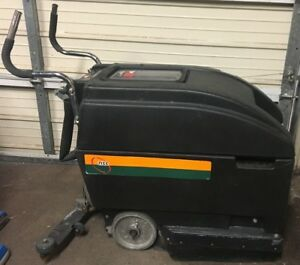 Nss Wrangler Automatic Floor Scrubber Squeegee Model 1708 Ab With Charger