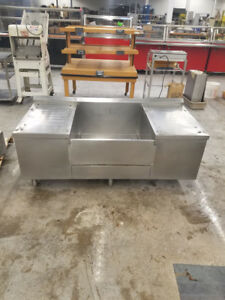 Stainless Steel Table With Drain 207