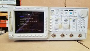 Tektronix Tds744 Color 4 Channel Digitizing Oscilloscope Passes Self Test
