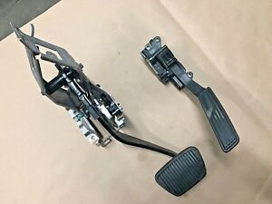 2010 2015 Chevrolet Camaro Ss Automatic Brake And Gas Pedals Gm Oem