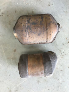 2 Scrap Catalytic Converters Round Oval Full Intact Gm 25153080 25153083