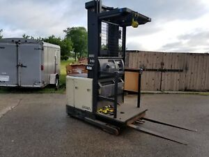 Crown Sp3020 30 Order Picker Forklift With Charger