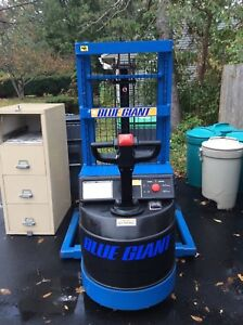 2000 Blue Giant Straddle Stacker Powered Forklift 24 Volt 3600 Lb