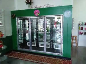 Flower Refrigerator This Is A Large Walk In Reach In Cooler It Has 3 Glass Door