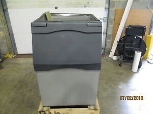 Scotsman B530p Ice Storage Bin 536 Lb Plastic Exterior only Holds Ice