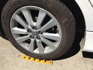 Set Of 2 New Tire Ramps For Installing Snow Chains Auto Traction