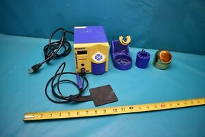 Used Hakko Soldering Station Fm 202 599b Cleaner And Tip Tray