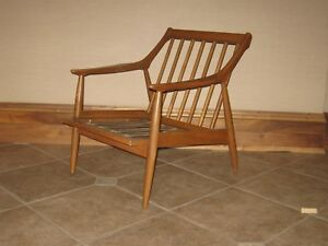 Mid Century Modern Lounge Chair By Paoli