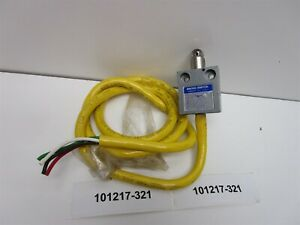 Microswitch 914ce2 3 Limit Switch Roller Style New Old Stock
