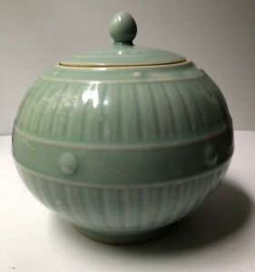Vintage Chinese Porcelain Celadon Glazed Green Round Covered Ginger Jar