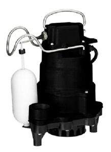 Master Plumber 235820 1 2 Hp Submersible Iron Sump Pump W 2 Pole Float Switch