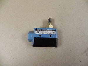 Honeywell Microswitch Bze6 2rq81 Limit Switch Roller Plunger Nib