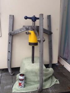 Enerpac 30 ton Hydraulic 3 Jaw Puller Gear Bearing Puller