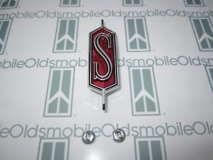 1968 Olds Cutlass s Hood Emblem With Hardware Claret Poly Maroon