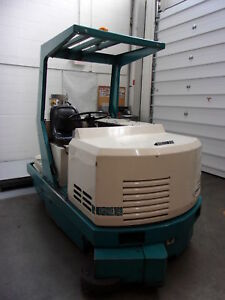 Tennant 528 Propane Ride On Floor Scrubber 42 Dual Brushes 65 Gal ste2316